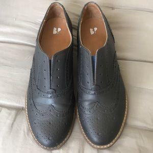 Black oxfords without laces